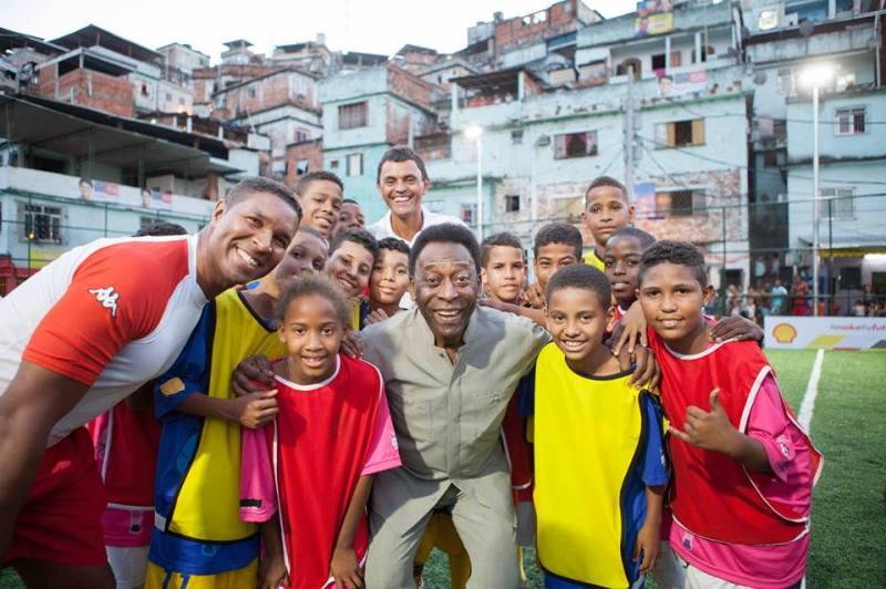 Pelé dans la favela Mineira