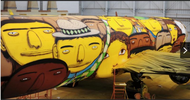 L'avion de la seleção graffé