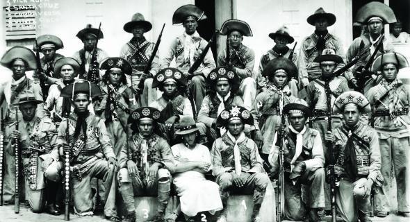 La bande de cangaceiros de Lampião, au milieu avec sa femme Maria Bonita.