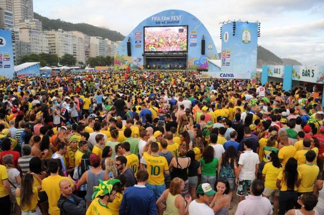 Retransmission des matches sur écran géant à Copacabana