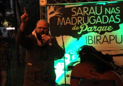 Daniel Minchoni, membre actif de la scène des saraus du Brésil